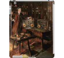 Steampunk - The time traveler 1920 iPad Case/Skin