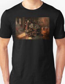 Steampunk - The time traveler 1920 Unisex T-Shirt