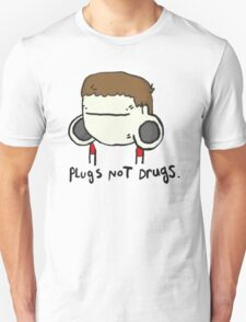 plugs not drugs (male) T-Shirt