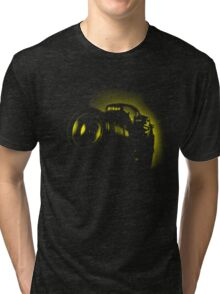 I Shoot with my nikon (Halftone style) Tri-blend T-Shirt