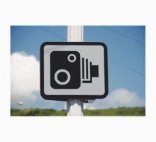 Speed camera warning sign Kids Tee
