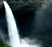 majestic waterfall by vernonite