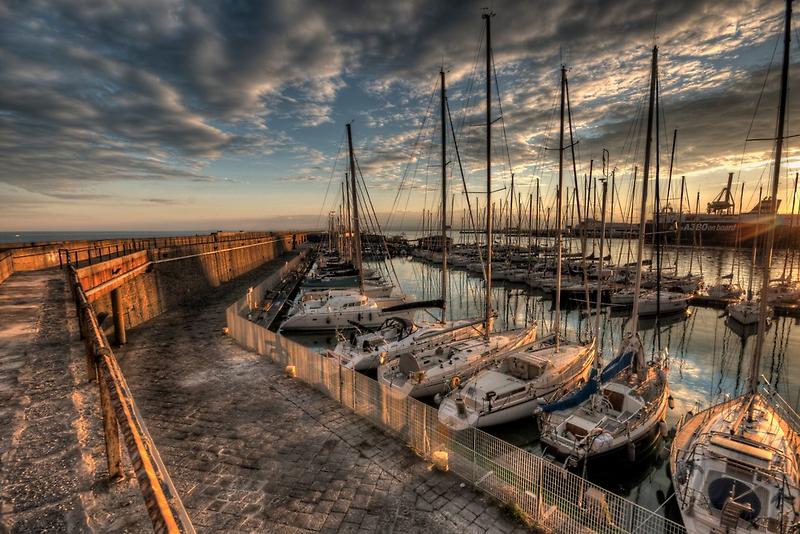 Al molo di levante  by Andrea Rapisarda
