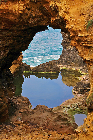 The Grotto, Great Ocean Road, Victoria, Australia by Cindy Ritchie