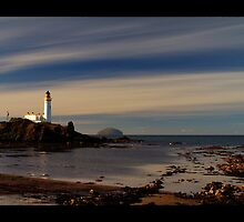 lonely lighthouse by tomoyzf13