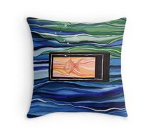 Gold fish - the full picture Throw Pillow