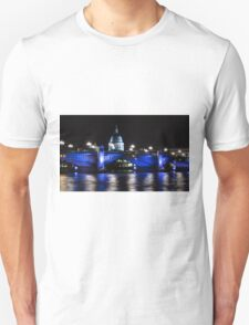 St Paul's Cathedral, London ( Blue Light ) Unisex T-Shirt