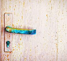 Rusty door handle by Silvia Ganora