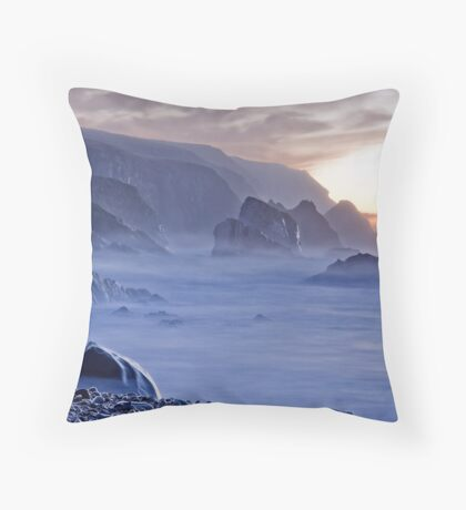 Port sundown glencolmcille Throw Pillow
