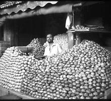 onions and potatos by moyo