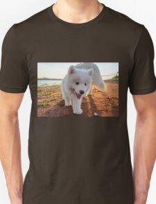 Samoyed puppy on the beach  Unisex T-Shirt
