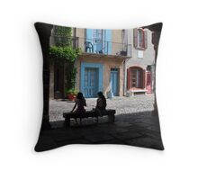 siesta francais Throw Pillow