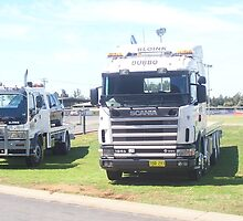 Scania R164G V8 580 (YOQ 293) and Isuzu FTR850 (817TT) by Joe Hupp