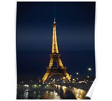 La tour de Eiffel at night Poster