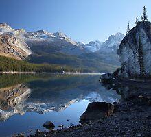 Maligne lake in Jasper National park by Pierre Leclerc