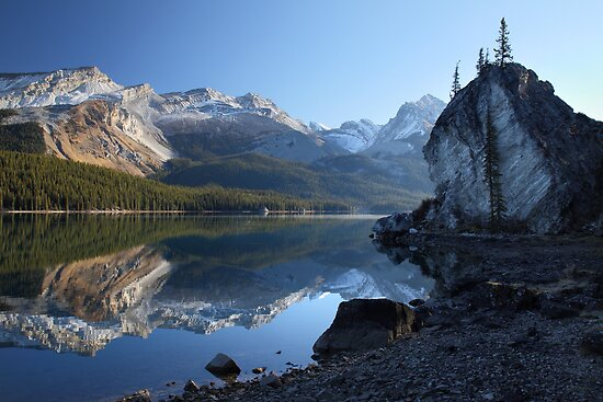 Maligne lake in Jasper National park by Pierre Leclerc