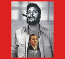 Che wears Assange! Kids Tee