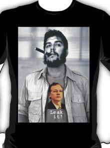 Che wears Assange! T-Shirt