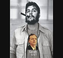 Che wears Assange! Unisex T-Shirt
