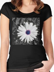 A Pretty White Daisy Women's Fitted Scoop T-Shirt
