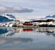 Larc 5 at Jokulsarlon. by RonniHauks