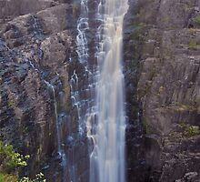 Apsley Falls    24-1-11. by Warren  Patten