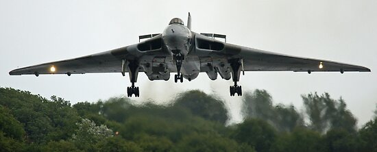 XH-558 Coming In (viewed 114 times) by Cliff Williams