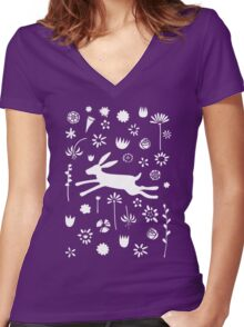Hare in the Meadow Women's Fitted V-Neck T-Shirt