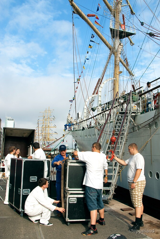 "Loading the ""Dar Mlodziezy"" by steppeland"