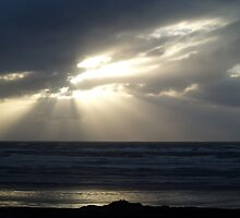 Last rays of sun over the Pacific by tracyannjones