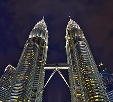 Petronas at the blue hour by Antonio Zarli