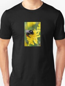 The red tailed bumble Unisex T-Shirt