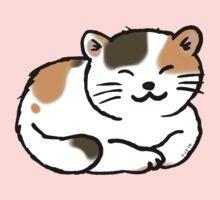 Sleepy calico kitty cat Kids Tee