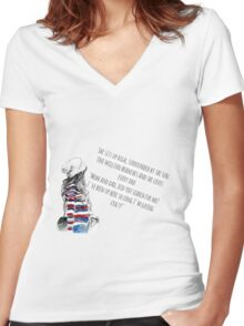 I'm going crazy Women's Fitted V-Neck T-Shirt