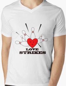 love strikes Mens V-Neck T-Shirt