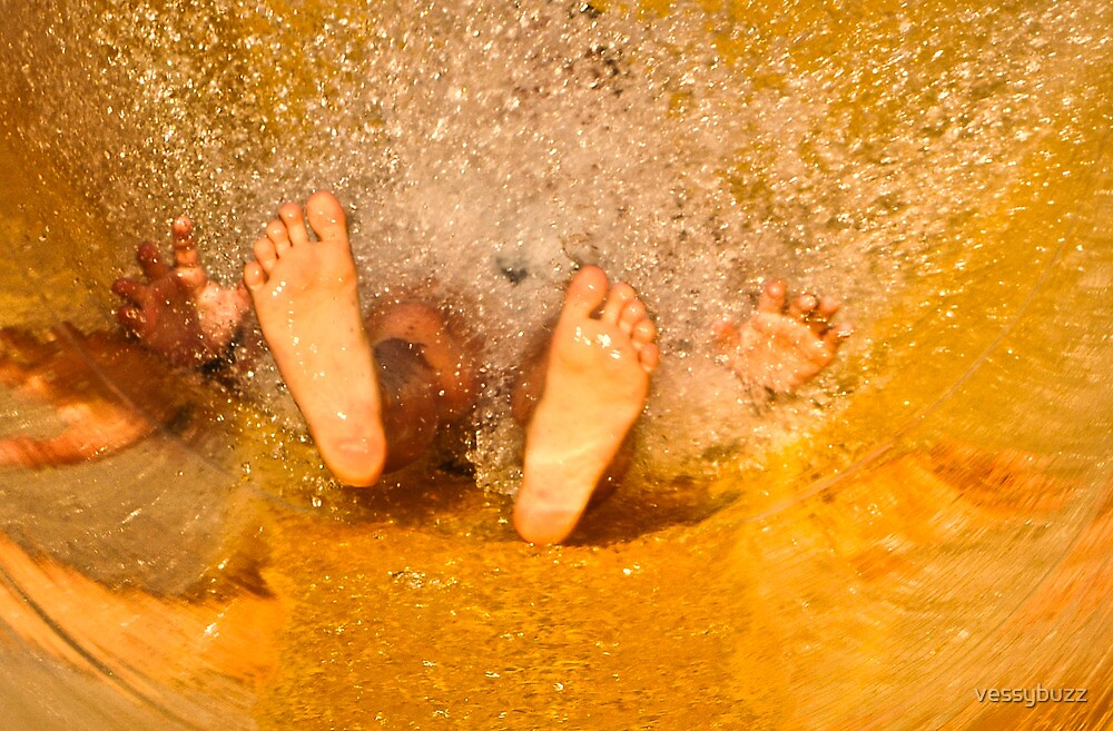 Happy feet by vessybuzz