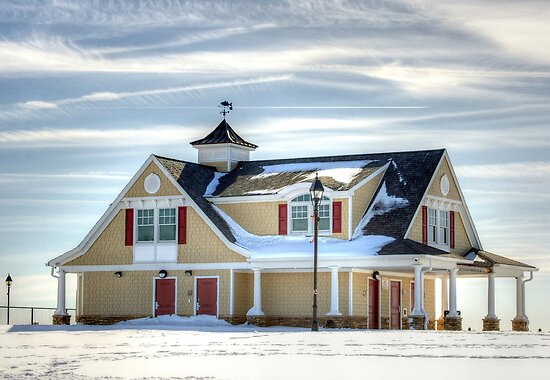 Beach house in the Snow-in close view by henuly1