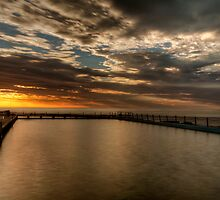 Sun up at narrabeen by donnnnnny