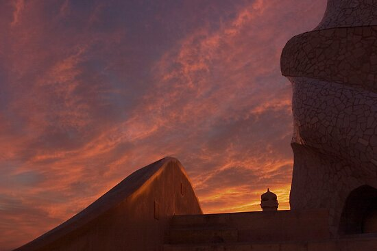 Casa Milà sunset by Trish  Anderson