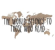 The World Belongs to Those Who Read - Old Paper by bboutique