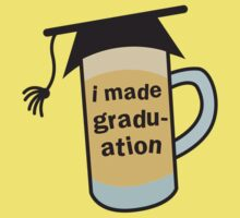 I MADE GRADUATION in a pint beer glass with mortar board hat Kids Tee