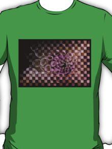 Dahlia in pink, checkered (T-Shirt) T-Shirt
