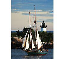 Thomas E. Lannon sails past Ten Pound Island Light Photographic Print