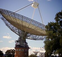 Radio Telescope, Parkes by Lisa Hafey