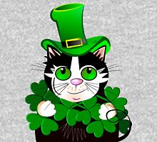 Green eyed St. Patrick's Day cat with clovers Unisex T-Shirt