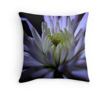 chrysanthemum crown Throw Pillow