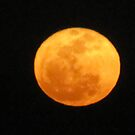 full red moon by gabbielizzie