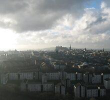 Hazy view over Edinburgh by blueclover