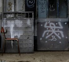 Sahibini Arayan İskemle by photoforsoul