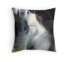 Dans Une Autre Vie Throw Pillow